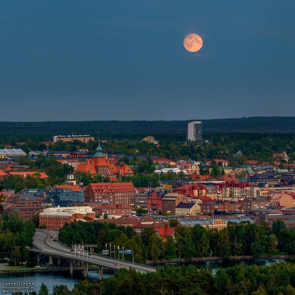 ירח מעל שבדיה